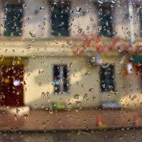 Город сквозь дождь :: Виталий Охрамовский