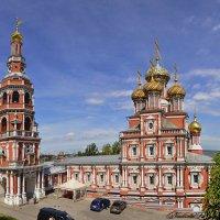 Рождественская церковь и колокольня :: Надежда Лаптева