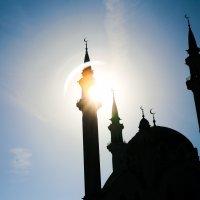 Солнце сквозь мечеть Кул Шариф :: Pavel Kazmin