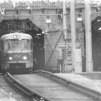 Подземный трамвайчик...год 2014. :: Павел Бутенко