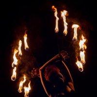 Танец с огнем :: Николай Колонтай