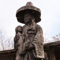 Деревянная мать с ребенком :: Эмиль Файзулин