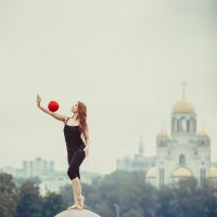 Девочка на шаре :: Ежъ Осипов