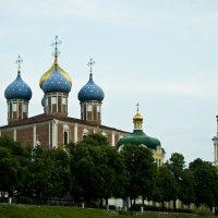 Вид на Рязанский Кремль с реки Трубеж :: Алёна Алексаткина