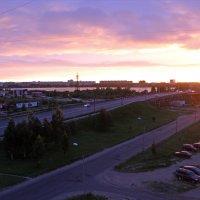 Северодвинск. Белая ночь. Мост к солнцу, время 23:42, закат будет в 00:01 :: Владимир Шибинский