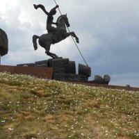 Георгий Победоносец и белые цветочки... :: Мила