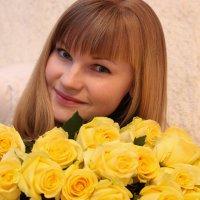 Вечерний сюрприз - в виде желтых роз :: Ирина Корчагина