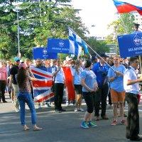 Торжественное шествие переходит в веселый праздник!... :: Леонид Нестерюк