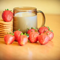 Клубника с молоком :: Юрий Дьяков