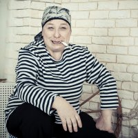 Моя бабушка курит трубку. Трубку курит бабушка моя!!! :: Александр Святкин
