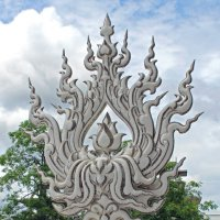 Таиланд. Чанг-Рай. Белый храм, огненный цветок :: Владимир Шибинский