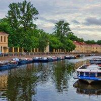 утро на городской реке. :: Ирэна Мазакина