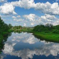 В реку смотрятся облака. :: Екатерина Артамонова