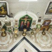 Внутри храма Серафима Саровского :: юрий Амосов