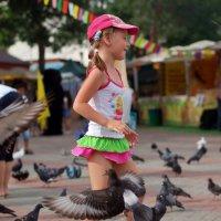 Девочка с голубями :: Елена Левковская