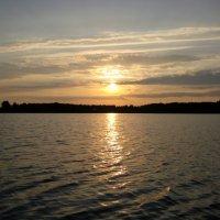 Рассвет на озере :: Вита Чернышева (CheVita)
