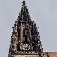 Башня крупным планом :: Witalij Loewin