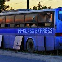 брошенный автобус :: Вадим Виловатый
