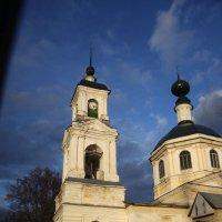 Храм (из окна едущего авто) :: Андрей Иванов