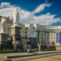 Памятник княгине Ольге... :: Сергей Офицер