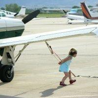 Я большая, а самолет маленький :: Анатолий Бастунский