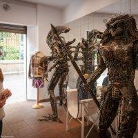 Магазин одежды — чужие здесь не ходят :: Дмитрий Садов