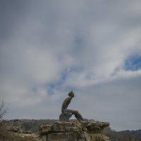 Памятник М. Ю. Лермонтову. На Серых скалах у Красного  солнышка в Кисловодском парке :: Vladimir 070549
