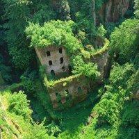 Меховой дом в ущелье Сорренто:) :: Alllen Polunina