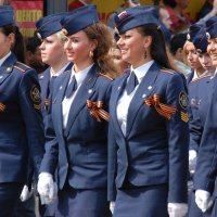 Модели отрабатывают походку на параде :: Александр Буянов