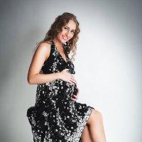 Красивая Алёна в ожидании малыша :: Анна Вакина
