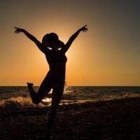 танец у моря :: Мария Мильчинская