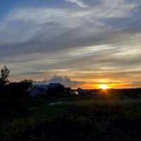 Солнце на закате :: Юрий Стародубцев