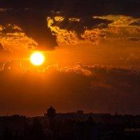 Солнце зажигает вечер :: Сандродед