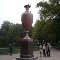 Ваза у входа в Летний сад. :: Lyubov Zomova