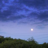 Вечер ловит луну проводами,чтоб осталась со мной до  утра... :: A. SMIRNOV