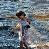 Идущая по волнам... :: юрий