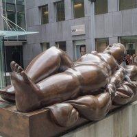 Скульптура «Лежащая женщина» :: Сергей Шруба
