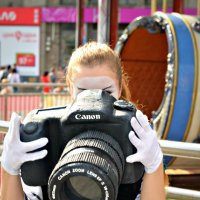 То ли девушка маленькая, то ли фотоаппарат большой)))) :: Ксения Базарова