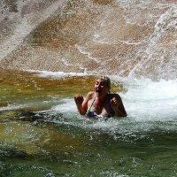 катание на водопаде-2 :: Ларико Ильющенко