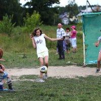 Девчата, вперёд! :: Сергей Яснов