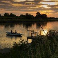 Вечерняя прогулка на лодке :: Ирина Терентьева