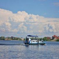Плывет по Волге пароходик :: Лидия (naum.lidiya)