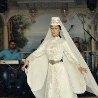 в танце летящем... :: Батик Табуев