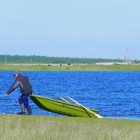 Рыбак и лодка :: Анатолий Цыганок