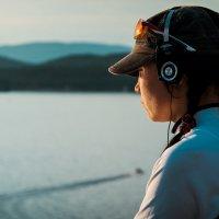 Девушка на берегу озера :: Александр Беляев