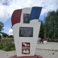 Памятник полку Нормандия-Неман :: Владимир Павлов