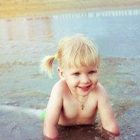 Девочка в море :: Алена Горб
