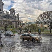 «Не изменяя веселой традиции,  дождиком встретил меня Ленинград...»* :: Valeriy Piterskiy