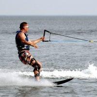 На водных лыжах ты летишь :: Татьяна Беляева