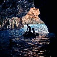 К тайнам Голубой пещеры... :: Александр Бойко